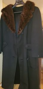 Vintage womens coat w/ fox fur